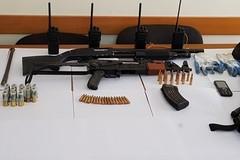 Armi, munizioni e disturbatori di frequenze ritrovati in un capannone