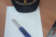 Prova ad accoltellare il comandante dei Carabinieri, arrestato