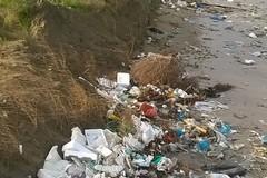 Porto turistico, rifiuti e degrado a Margherita di Savoia