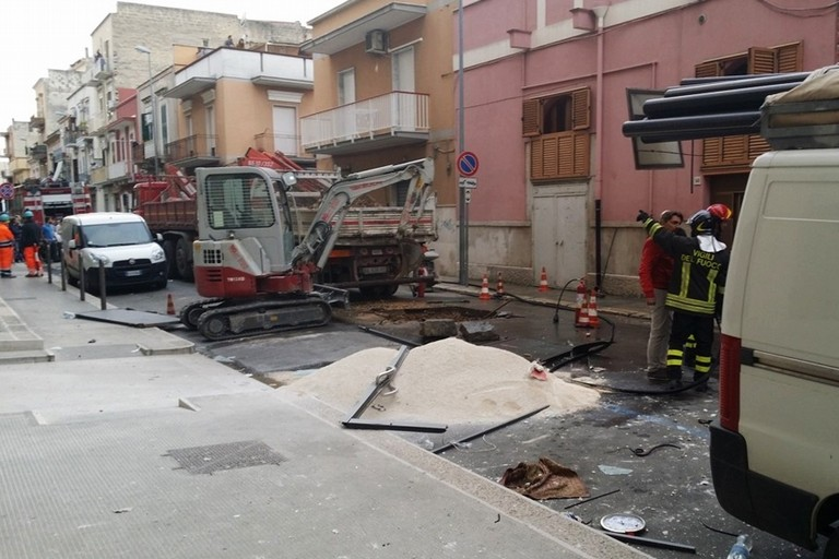Esplosione gas in via Milano a Barletta