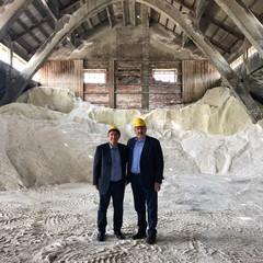 Emiliano in visita con il sindaco Lodispoto alla salina di Margherita