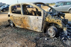 Auto in fiamme a Margherita di Savoia