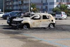 In fiamme l'auto del Comandante nucleo forestale dei Carabinieri