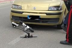 Incidente fra auto e monopattino, grave 19enne