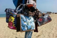 La guerra del Governo ai venditori abusivi su spiaggia tocca anche Margherita di Savoia