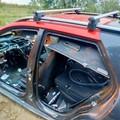 Sorpreso mentre tagliava un'auto rubata, arrestato 32enne