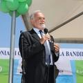 Italo Farnetani consegna la bandiera verde a Margherita di Savoia